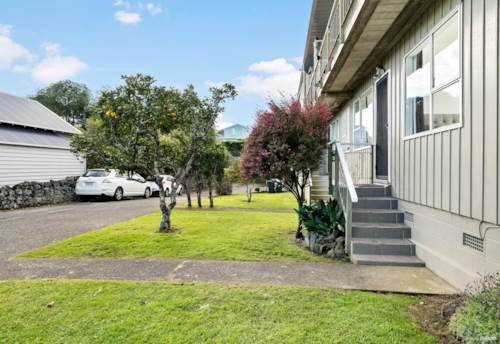 Mt Eden, Cosy Home in heart of Mt Eden Village, Property ID: 50005650 | Barfoot & Thompson