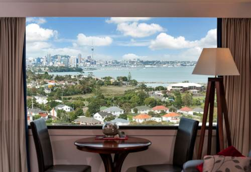 Takapuna, WHAT A VIEW! FULLY FURNISHED. POWER & WATER INCLUDED, Property ID: 52000878 | Barfoot & Thompson