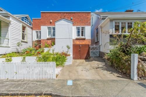 Grafton, GRAFTON  -2 double bedrooms + 1 carpark + study, Property ID: 52000940 | Barfoot & Thompson