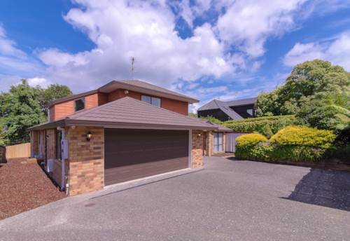Howick, Vincent St, Spacious Home with Handy Location , Property ID: 54002789 | Barfoot & Thompson