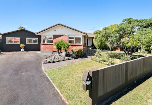 Sunnyhills, Stannilands Entertainer - Please register online first, Property ID: 54004061 | Barfoot & Thompson