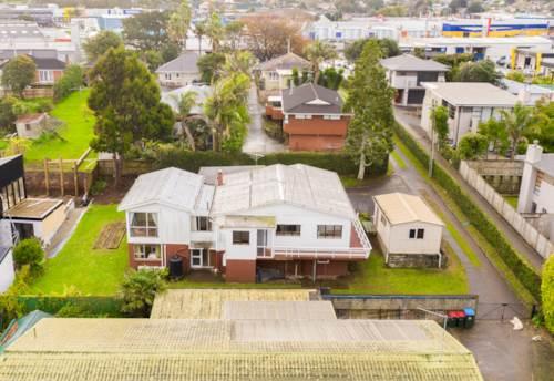 Mt Wellington, Spacious Family Home at Mt Wellington , Property ID: 54004143 | Barfoot & Thompson