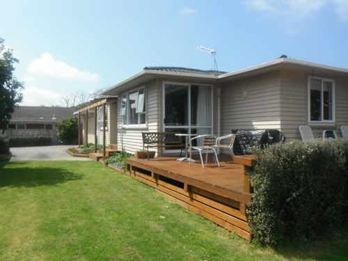 Waiuku, Private Setting on Right of Way, Property ID: 55000550 | Barfoot & Thompson