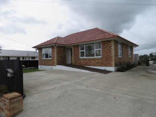 Waiuku, Cross The Street to School, Property ID: 55000602 | Barfoot & Thompson