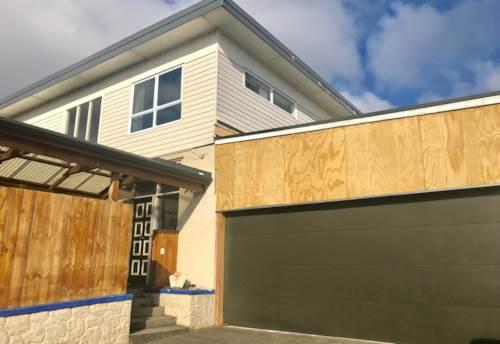 Waiuku, Uptown Apartment, Property ID: 55000643 | Barfoot & Thompson
