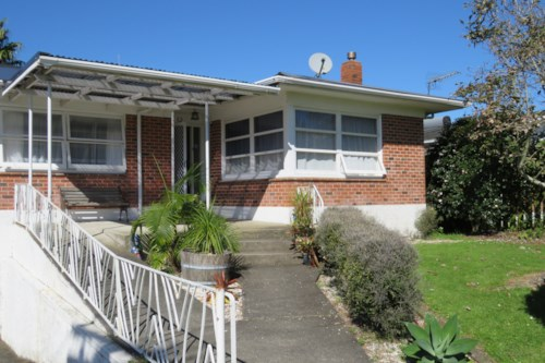 Waiuku, Short Walk to Town, Property ID: 55000652 | Barfoot & Thompson