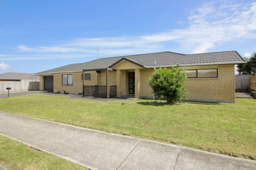 Waiuku, Walk to College and Shopping Centre, Property ID: 55000696 | Barfoot & Thompson
