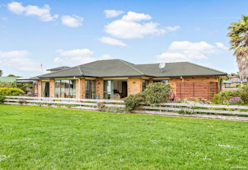 Waiuku, Live Here Right On The Waterfront, Property ID: 55000711 | Barfoot & Thompson