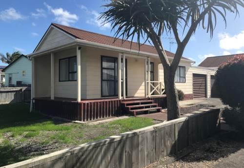 Waiuku, Edgewater Parade Townhouse, Property ID: 55000722 | Barfoot & Thompson