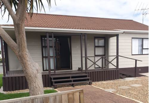 Waiuku, Edgewater Parade Townhouse, Property ID: 55000722 | Barfoot & Thompson