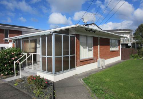 Orewa, Very Spacious - Short term rental Fully Furnished, Property ID: 56001204 | Barfoot & Thompson