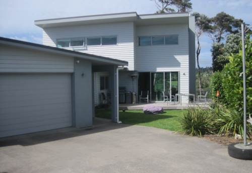 Stanmore Bay, Large Family Home - Great Location, Property ID: 56001326 | Barfoot & Thompson