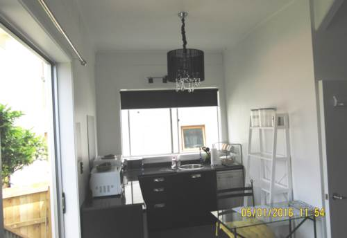 Stanmore Bay, LOVELY FULLY FURNISHED STUDIO APARTMENT ON VIPONDS ROAD, Property ID: 56001530 | Barfoot & Thompson