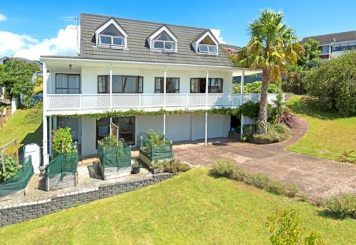 Orewa, 4 BEDROOM HOME WITH BEAUTIFUL VIEWS, Property ID: 56001592 | Barfoot & Thompson