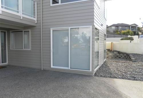 Orewa, Modern Two Bedroom Flat - UTILITIES INCLUDED, Property ID: 56002639 | Barfoot & Thompson