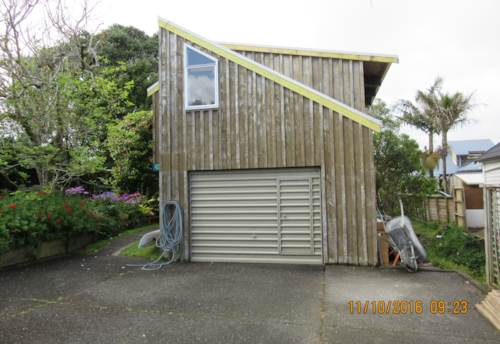 Red Beach, LARGE STUDIO ONLY STEPS TO THE BEACH, Property ID: 56002660 | Barfoot & Thompson