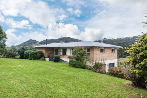 Kaukapakapa, LARGE FAMILY RURAL HOME, Property ID: 56002685 | Barfoot & Thompson