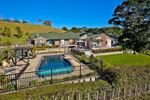 Waiwera, BEAUTIFUL OUTLOOK - RENT NEGOTIABLE, Property ID: 56002744 | Barfoot & Thompson