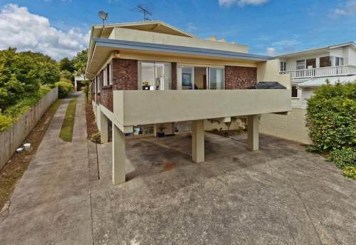 Rothesay Bay, Seaview six bedroom family house with walking distance to beach , Property ID: 56002819 | Barfoot & Thompson