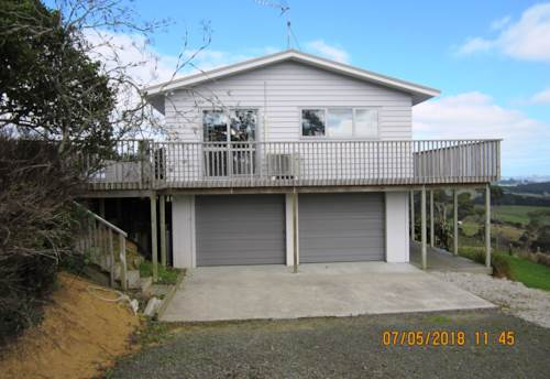 Kaukapakapa, RURAL AND SEA VIEWS! FULLY FURNISHED/SHORT TERM, Property ID: 56002921 | Barfoot & Thompson