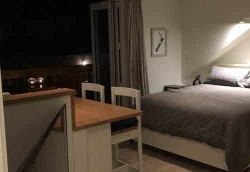 Orewa, Beautiful Studio - Steps to the Beach- Furnished, Property ID: 56003055 | Barfoot & Thompson