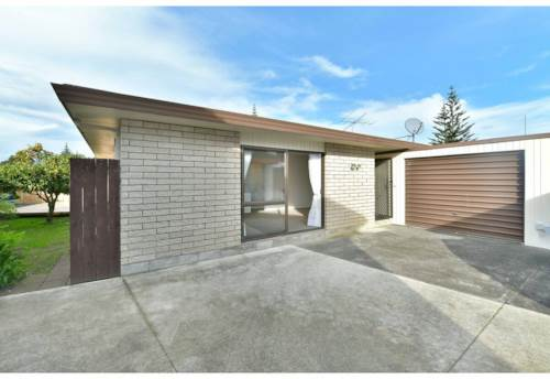 Orewa, 2 Bedroom unit in great location, Property ID: 56003166 | Barfoot & Thompson
