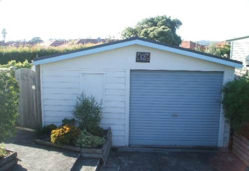 Orewa, Small 1 bedroom plus study., Property ID: 56003220 | Barfoot & Thompson
