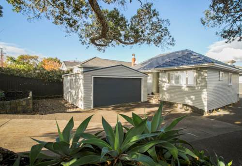 Onehunga, Three Bedroom in One Tree Hill , Property ID: 58003086 | Barfoot & Thompson