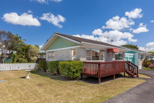 Bucklands Beach, Convenience at its best - solid 2 bedroom unit in Bucklands Beach, Property ID: 59001271 | Barfoot & Thompson