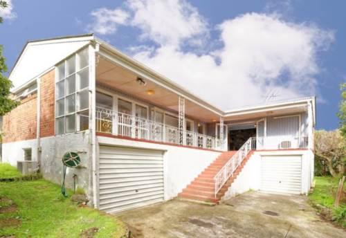 Pakuranga, Large Two Bedroom Home, Property ID: 59001473 | Barfoot & Thompson