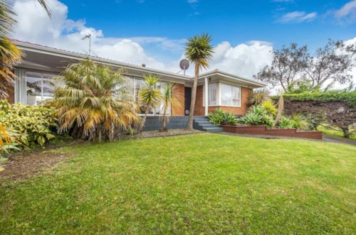 Botany Downs, Quickly Get to Quibray , Property ID: 59001624 | Barfoot & Thompson