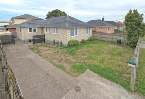 Papakura, Charming Weatherboard Home - Pet Friendly, Property ID: 59001631 | Barfoot & Thompson