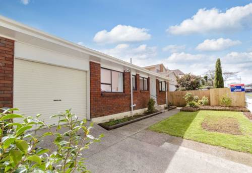 Botany Downs, Ideally Located & Cute!, Property ID: 59001656 | Barfoot & Thompson