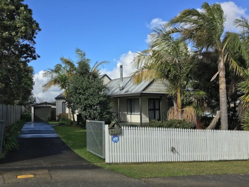 Botany Downs, What A Gem!, Property ID: 59001669   Barfoot & Thompson