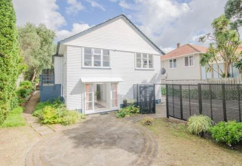 Glen Innes, Big family or Flatting? , Property ID: 59001673   Barfoot & Thompson