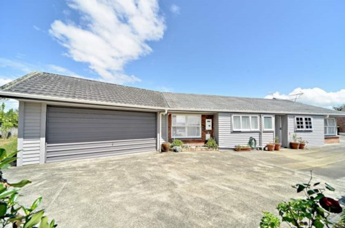 Bucklands Beach, Macleans Zone Beauty with Water Included!, Property ID: 59001686 | Barfoot & Thompson