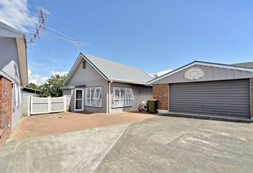 Bucklands Beach, Beautiful & Free Standing Two Bedroom - Water included!, Property ID: 59001687 | Barfoot & Thompson