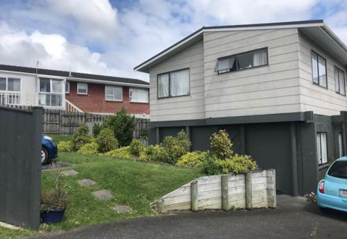 Botany Downs, Great location!!!, Property ID: 59002901 | Barfoot & Thompson