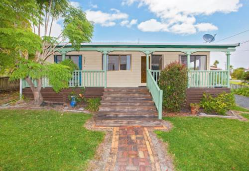 Snells Beach, Sweet Cosy Cottage in Snells Beach, Property ID: 61000710 | Barfoot & Thompson