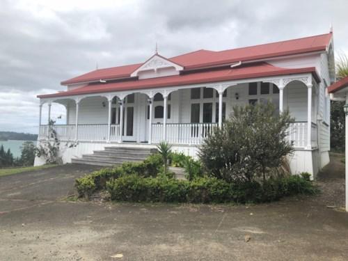 Mahurangi West, Luxury living at it's finest!, Property ID: 61000756 | Barfoot & Thompson