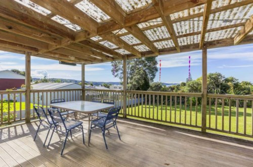 Snells Beach, Cosy 3 bedroom Home in Central Snells, Property ID: 61000853 | Barfoot & Thompson