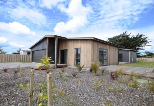Mangawhai, FANTASTIC SUMMER LIVING, Property ID: 61000895 | Barfoot & Thompson