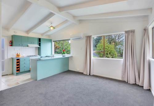Snells Beach, CUTE & COSY COTTAGE, Property ID: 61001028 | Barfoot & Thompson