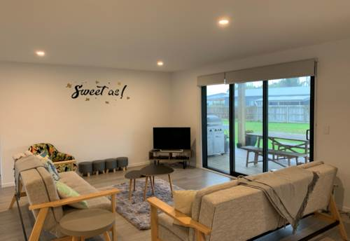 Mangawhai, Modern & Bright, Property ID: 61001053 | Barfoot & Thompson