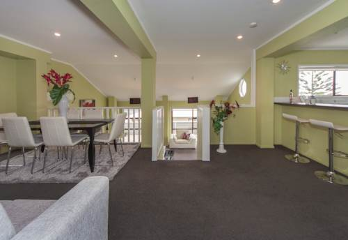 Stanmore Bay, Spacious in Stanmore Bay, Property ID: 62000526 | Barfoot & Thompson