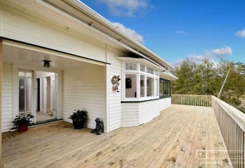 Kumeu, Large rural home, Property ID: 62000567 | Barfoot & Thompson