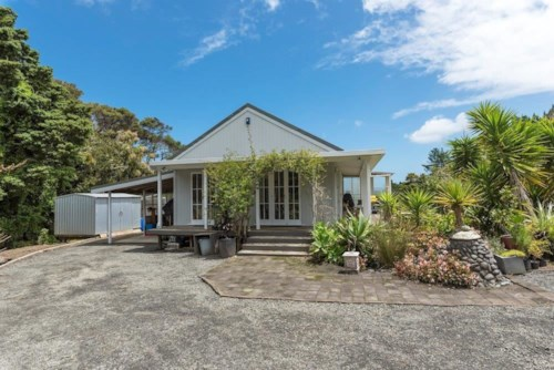 Helensville, Cute Cottage, Property ID: 62000660 | Barfoot & Thompson