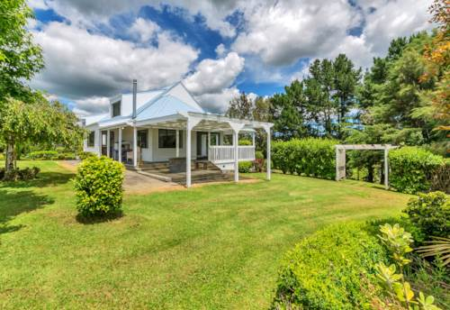 Helensville, Room for the Extended Family, Property ID: 62000661 | Barfoot & Thompson