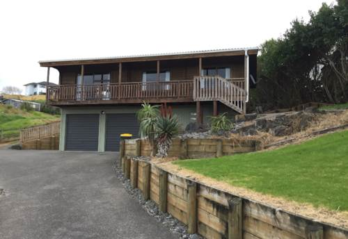 Helensville, Refreshed and Appealing, Property ID: 62000691 | Barfoot & Thompson