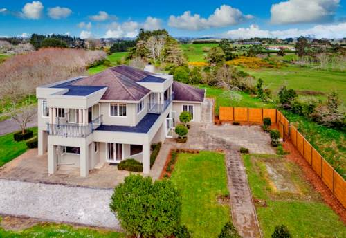 Kumeu, Large Excutive Home, Property ID: 62000729 | Barfoot & Thompson